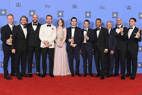 la-la-land-cast-and-crew-winning-golden-globe