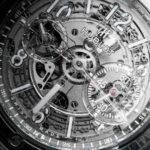 nuestros expertos saben de sus gustos y este reloj traslucido no sera la excepcion